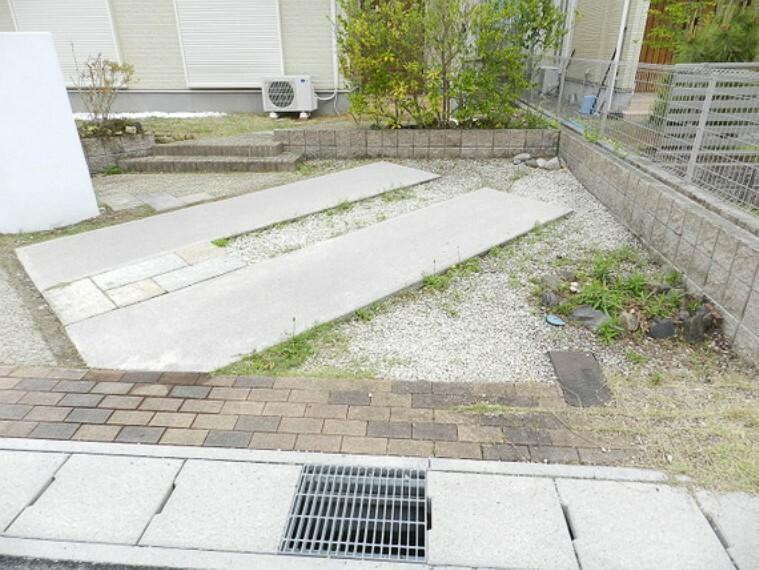 駐車場 駐車スペースです。