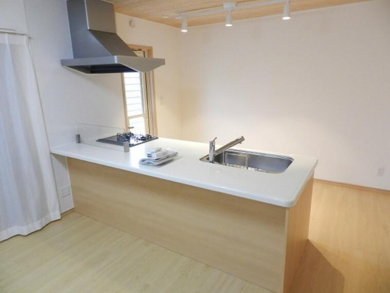 キッチン 使いやすい、多彩な機能のあるシステムキッチン。