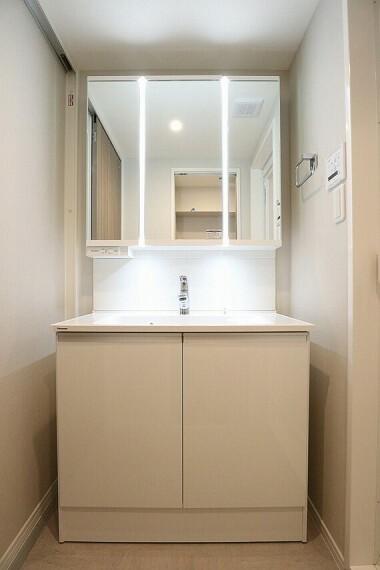 洗面化粧台 シンプルなスタイルの洗面化粧台(同仕様の洗面画像)