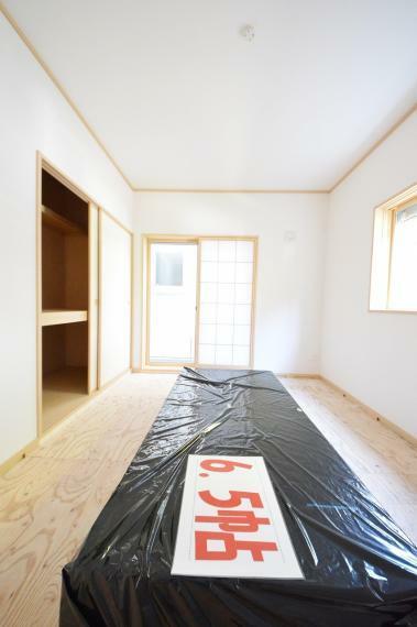 和室 リビングに併設した6.5帖の和室