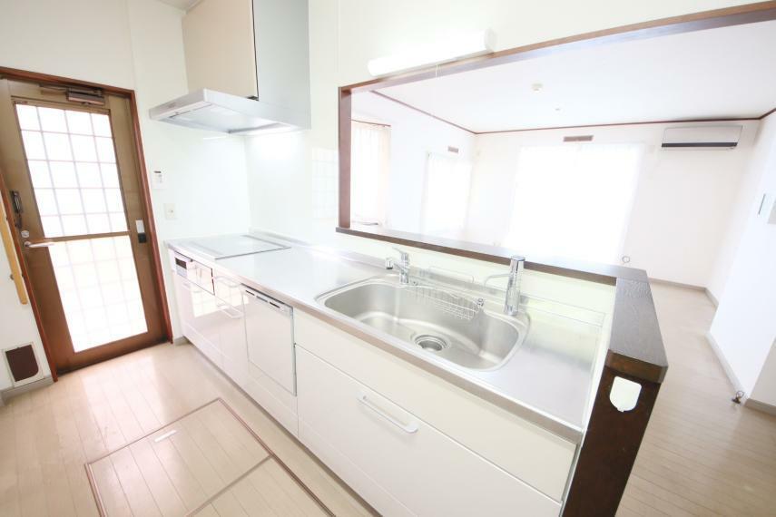 キッチン キッチン部分が広く、冷蔵庫を置いてもゆとりがありますのでお料理がはかどりますね!