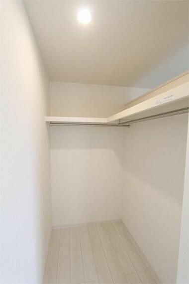 収納 収納力豊富なウォークインクローゼットを設置 洋服や小物類など、目的に応じてすっきり収納できます