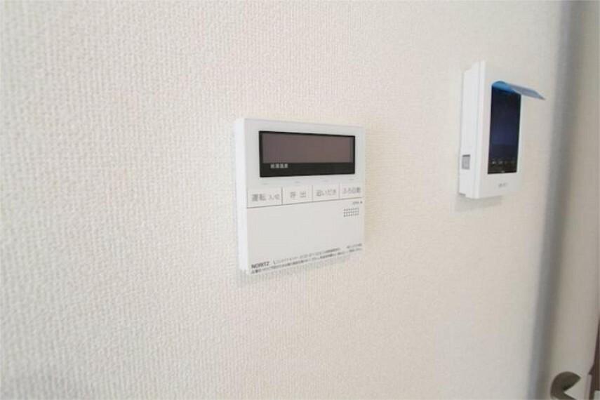 専用部・室内写真 操作パネルは、浴室とキッチンにあります。