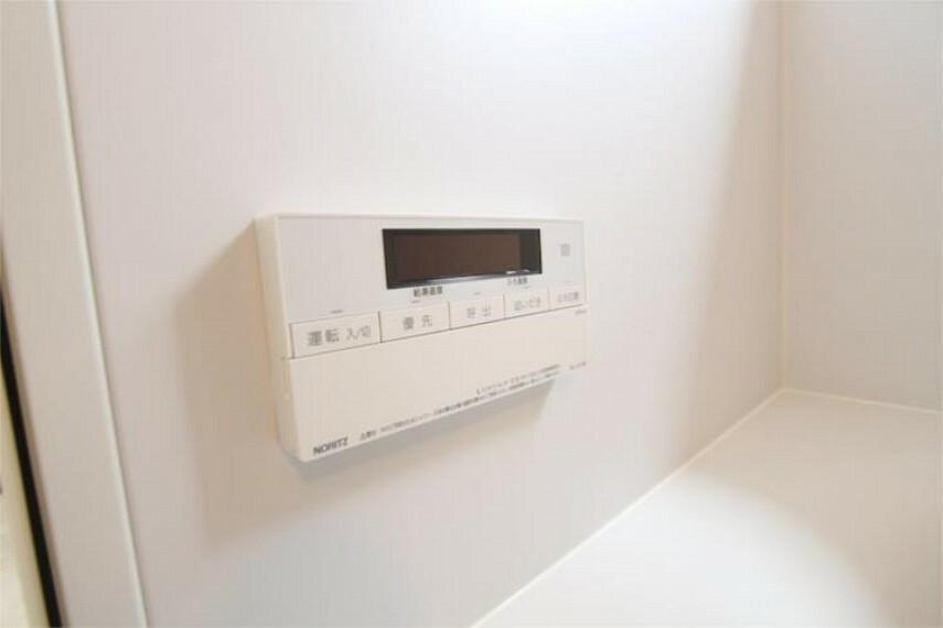 専用部・室内写真 お湯張りや追い炊き、湯温の調整が簡単にできます。