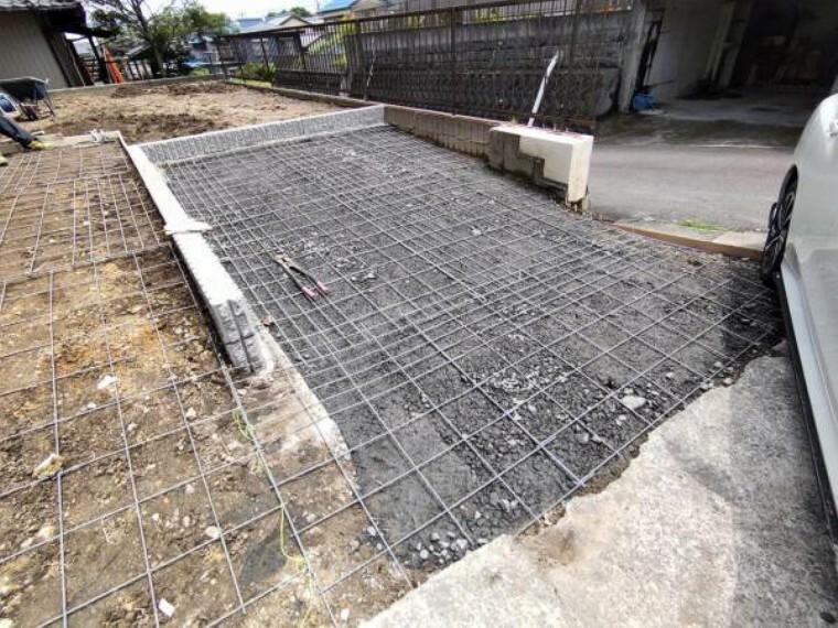 駐車場 【リフォーム中】駐車場拡張部分です。これから土間打ちし、お車を停めやすく仕上げます。