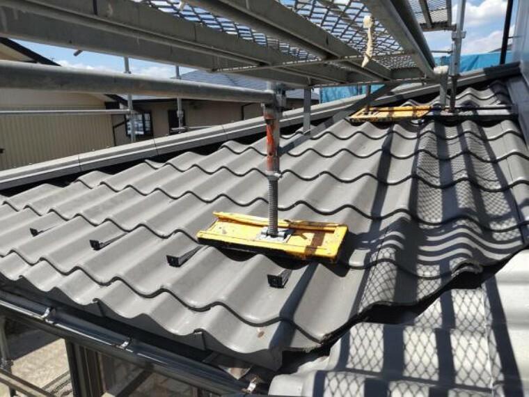 庭 【リフォーム中】屋根の写真です。足場を建ててしっかり点検しているので安心です。