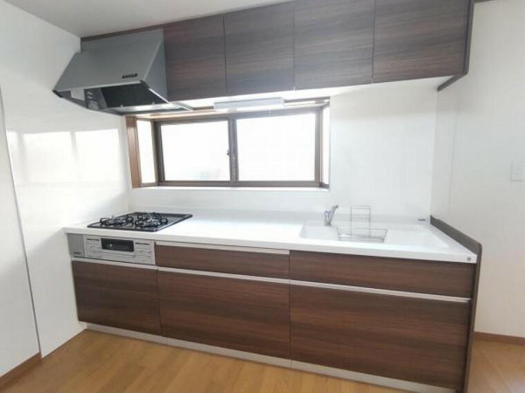 キッチン 【リフォーム済】キッチンの写真です。キッチンは新品のハウステック製システムキッチンに交換しました。