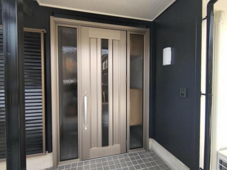 玄関 【リフォーム済】玄関写真です。外壁は塗装し、玄関扉は交換しました。