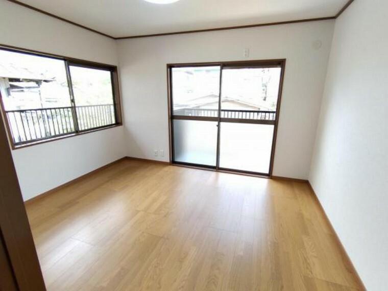 キッチン 【リフォーム済】2階洋室です。2面採光で日当たり良好です。