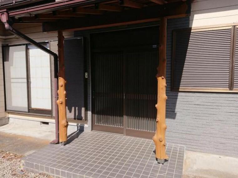 玄関 【リフォーム中6/12撮影】玄関は鍵の交換・クリーニングを行います。和の雰囲気のある落ち着いた趣の玄関です。
