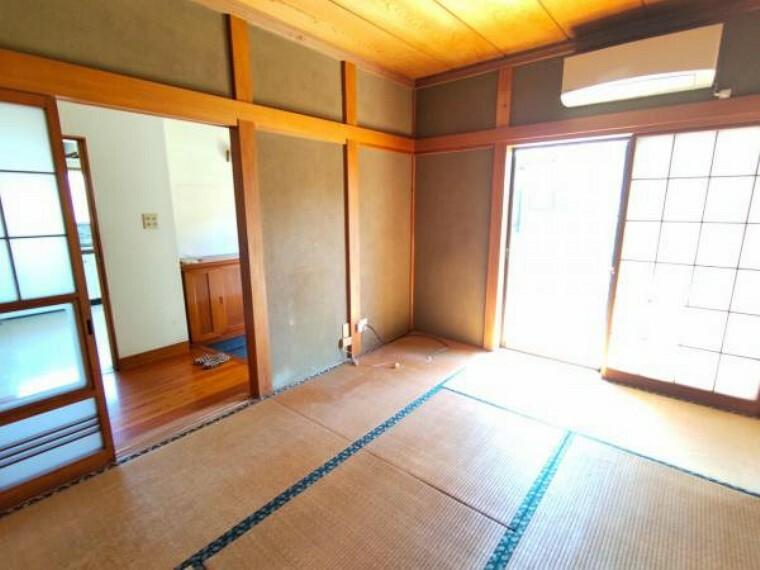 和室 【リフォーム中6/12撮影】玄関左手すぐの6畳和室です。クロスの張替え、畳の表替え、襖・障子の張替えを行います。和室が1部屋あると落ち着きがあってよいですね。
