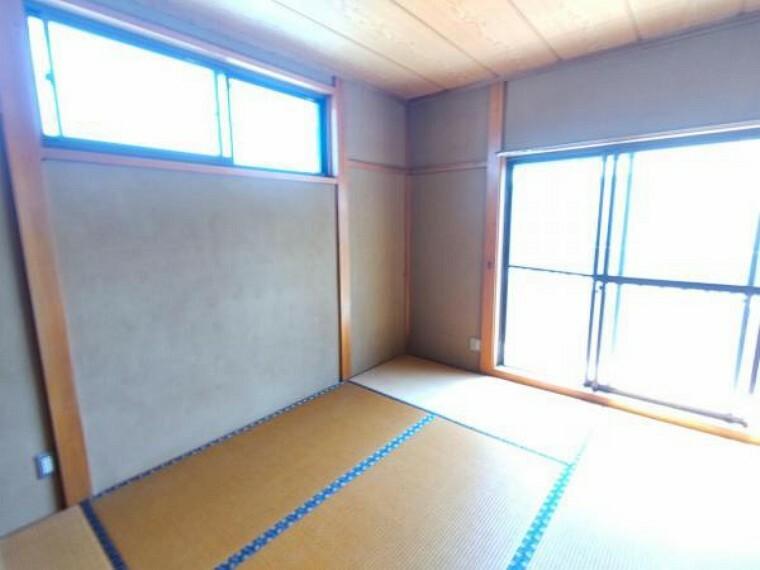 和室 【リフォーム中6/12撮影】2階の6畳和室です。畳からフローリングに変更する予定です。クロスの張替えを行います。