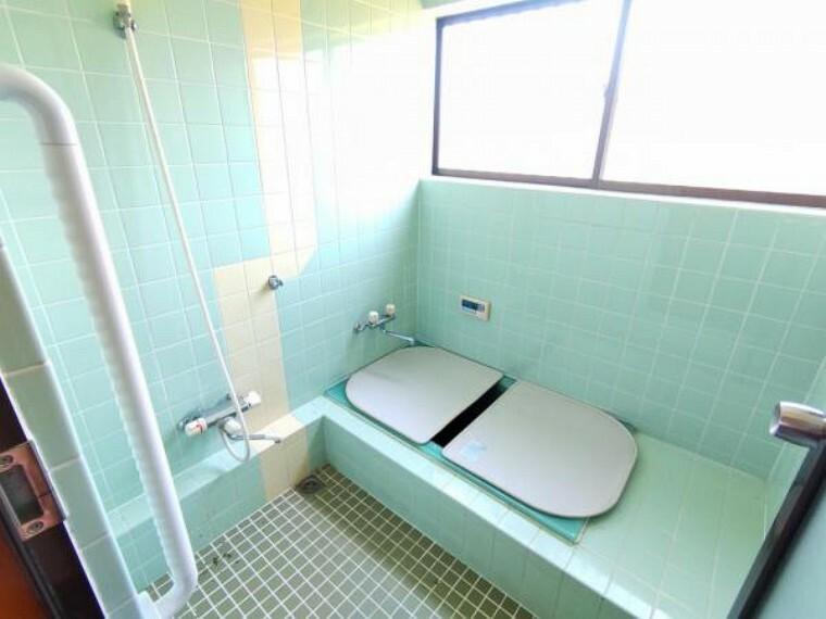 浴室 【リフォーム中6/12撮影】浴室はハウステック製の新品ユニットバスに交換予定です。1坪タイプのお風呂で1日の疲れを癒してください。