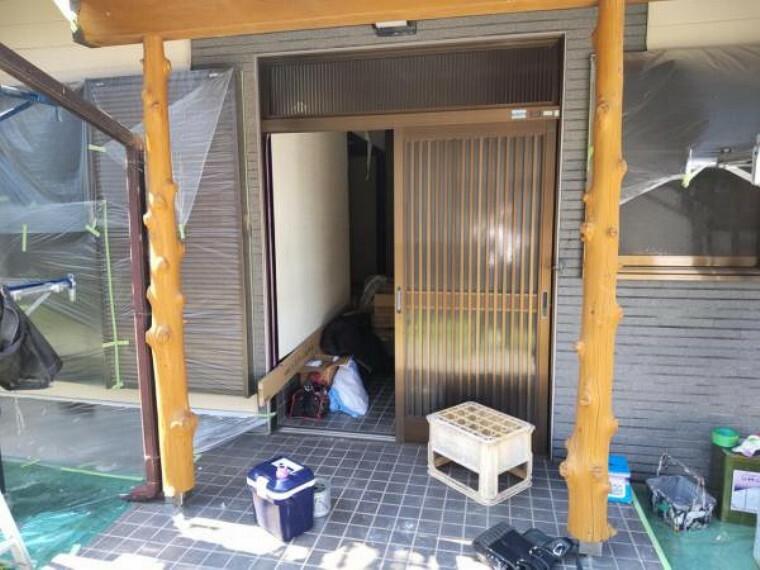 玄関 【リフォーム中7/16撮影】玄関は鍵の交換・クリーニングを行います。和の雰囲気のある落ち着いた趣の玄関です。