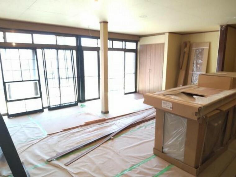 居間・リビング 【リフォーム中7/16撮影】1階の和室続き間をリビングに変更します。南側に窓がありますので明るい日差しが差し込むリビングです。