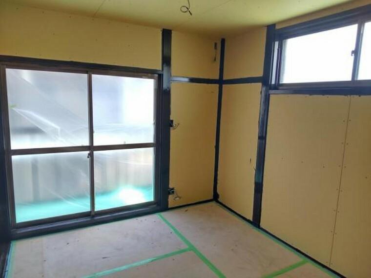 和室 【リフォーム中7/16撮影】2階の4.5畳和室です。こちらは押し入れを解体して5.5帖の洋室にリフォームする予定です。フローリングへの変更・クロスの張替えを行います。
