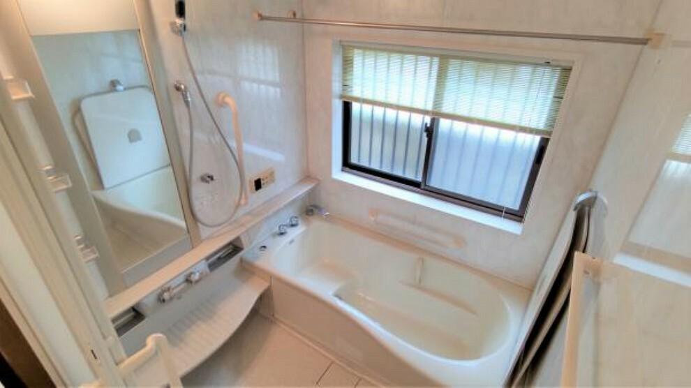 浴室 【リフォーム中】浴室はプロの技術で徹底的にクリーニングを行います。一坪サイズの浴槽なのでゆったり入ることができリラックスできますね。