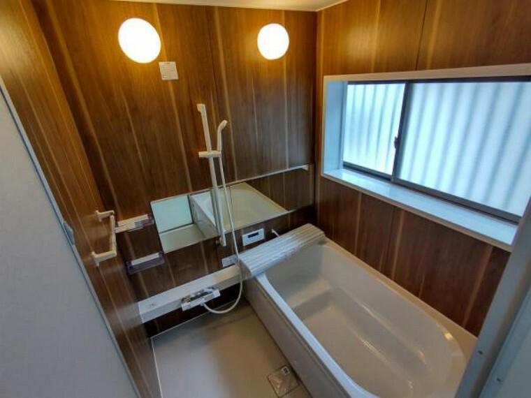 浴室 【リフォーム済】浴室は、ハウステック製の新品のユニットバスに交換しますした。足を伸ばせる1坪サイズの広々とした浴槽で、1日の疲れをゆっくり癒すことができますよ。