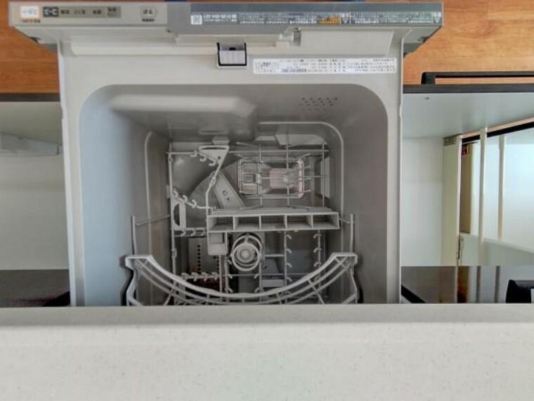 【リフォーム済】キッチンには食洗機が付いているので、毎日のお皿洗いが楽になりますね。