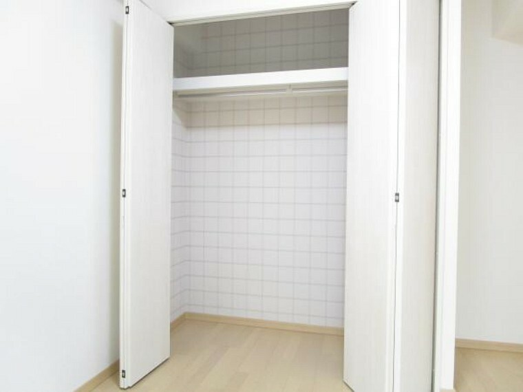 収納 【リフォーム後写真】LDKと隣接する6帖洋室はクローゼットを新設しました。各部屋収納付きですのでお部屋を広くお使いいただけます。