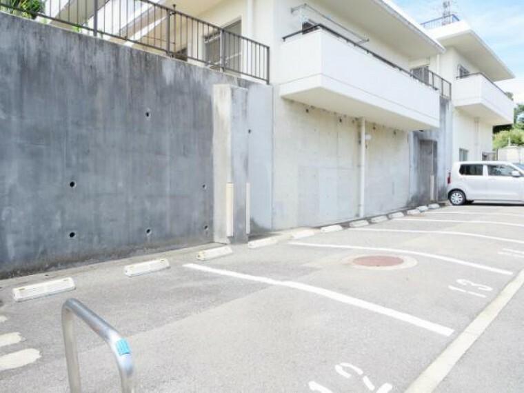 駐車場 【駐車場】マンション敷地内駐車場写真です。現在は、棟内駐車場の空きはありません。