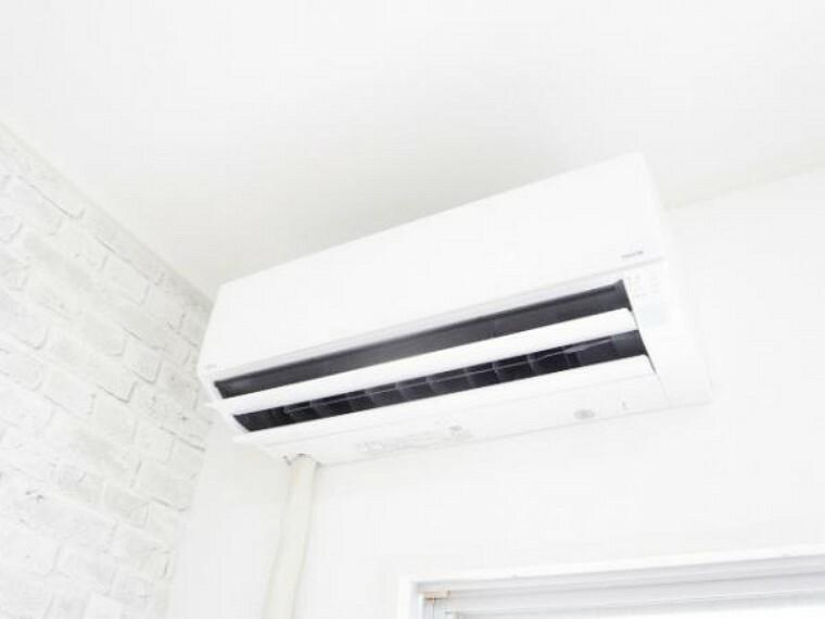 冷暖房・空調設備 【リフォーム済】南東側6.5帖洋室には、新品富士通製エアコンを新設しましたので、引っ越してすぐに使えますので快適です。他部屋のエアコン設置も、別途承りますので担当へご相談下さい。