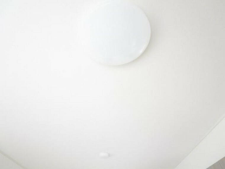 【リフォーム済】照明はリビングと全居室を新品に交換しました。全てのお部屋に照明が付いていますので、引っ越し後もすぐに使え、入居時の取り付けの手間や出費も抑えられますね。