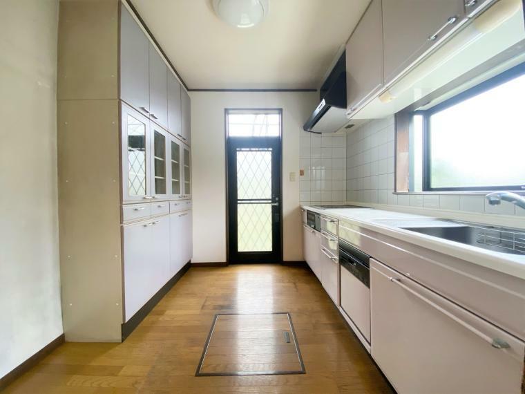 キッチン ゆとりあるトップスペースやIHクッキングヒーターなどお料理がしやすい設計。収納も充実!