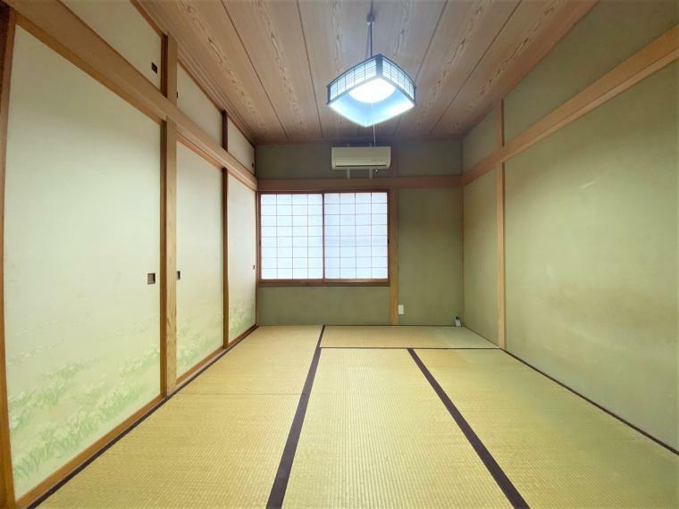 和室 和室6帖。収納スペースつきで来客用のお布団などもすっきりしまえます。