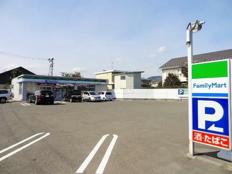 コンビニ ファミリーマート 福島医王寺前店