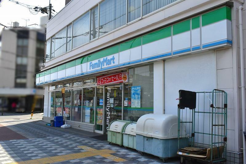 コンビニ ファミリーマート東淀川駅前店