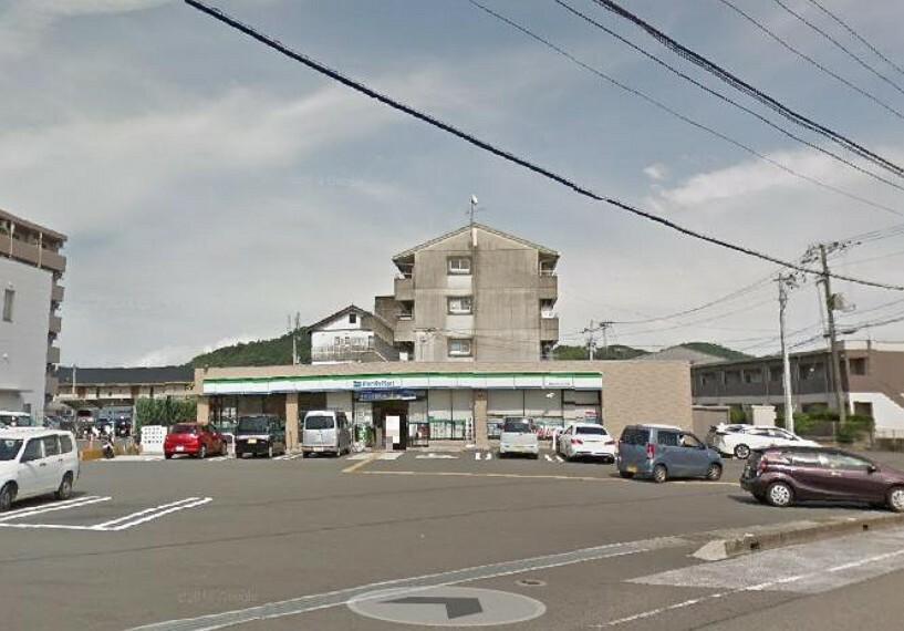コンビニ 【コンビニエンスストア】ファミリーマート高知バイパス店まで521m