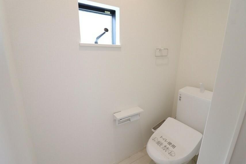 トイレ 温水洗浄便座付きトイレは1階と2階にございます。
