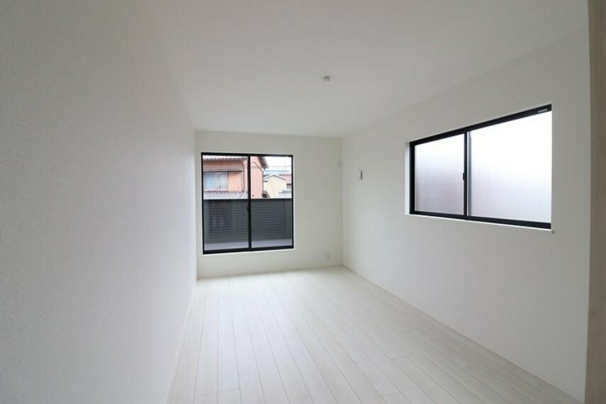 寝室 8.7帖洋室 南向きルーフバルコニーへ出入り可能な居室です。 主寝室にいかがでしょうか。