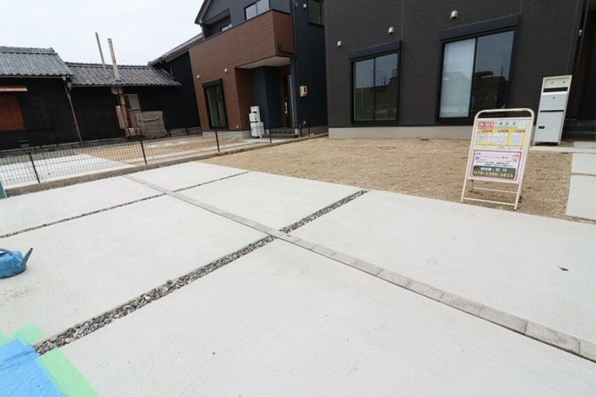 駐車場 普通車並列3台駐車可能  来客時にも便利です。 南西側 公道 約2.0m 間口 約8.40m