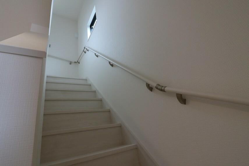 7.7帖洋室 バルコニーへ出入り可能な居室です。 主寝室にいかがでしょうか。