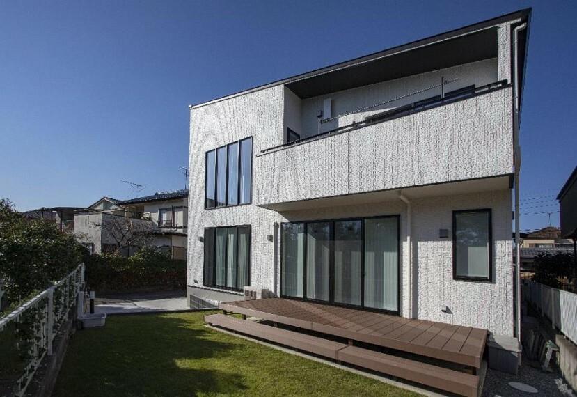 外観写真 シンプルでオシャレな外観が魅力!こだわりのお庭付き住宅、各部屋の収納完備!