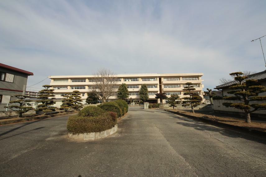 中学校 足利市立第三中学校 東山小と桜小区域の中学校です