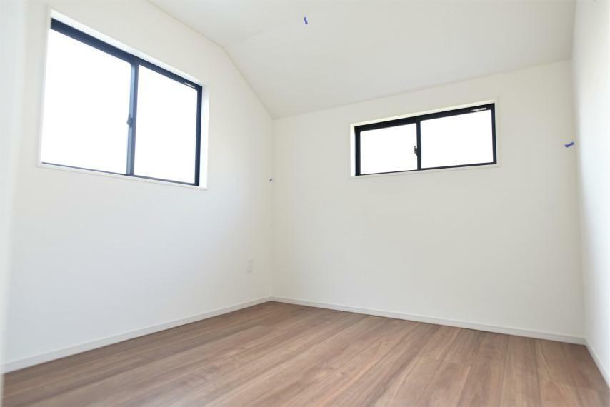 洋室 同社施工例。シンプルでアレンジしやすく、いろんなインテリアコーディネートを楽しめます。