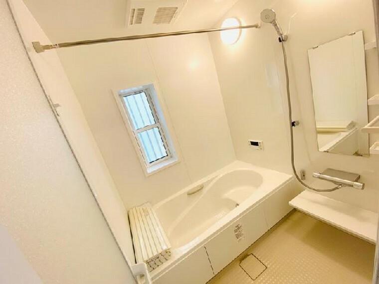 B号棟 浴室~内覧いただけます~・・・1坪タイプのゆったりしたバスルームでリラックスタイムを満喫  毎日のお風呂タイムも寛ぎ時間としてお使い頂けます。浴室換気乾燥暖房器完備!