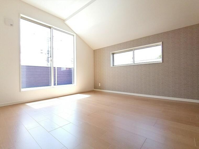 明るく開放感のある洋室。十分にお一人で快適に過ごせる空間となっております。趣味や勉強などに励めます。 ■多摩市聖ヶ丘3 新築一戸建て■