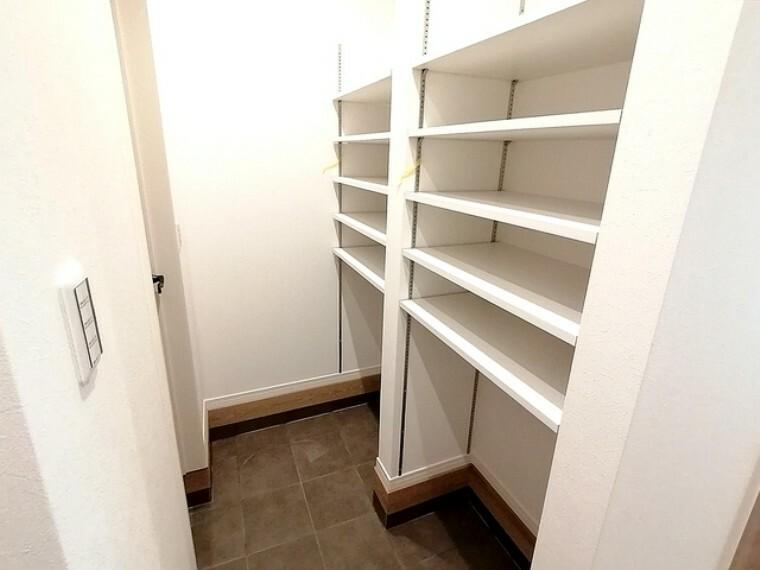 収納 玄関横のSIC。靴はもちろんスポーツ用品や雨具などの収納にも便利です。 ■多摩市聖ヶ丘3 新築一戸建て■