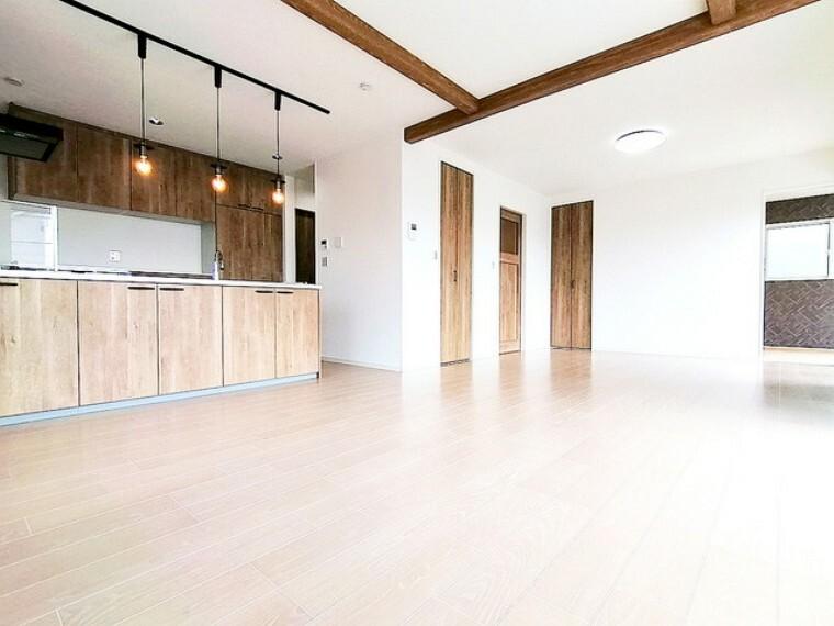 居間・リビング リビング■多摩市聖ヶ丘3 新築一戸建て■