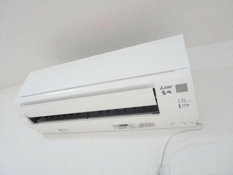 冷暖房・空調設備 (リフォーム済)エアコンはあらかじめLDKに1台設置済です。追加工事も承っております。弊社で取付工事を行うことにより住宅ローンでのお支払いも可能です。