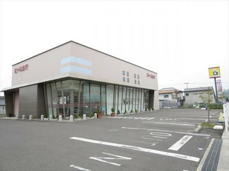 銀行 百十四銀行川島支店まで800m、車で2分です。預金やローン、資産運用の相談にも乗ってもらえますよ。