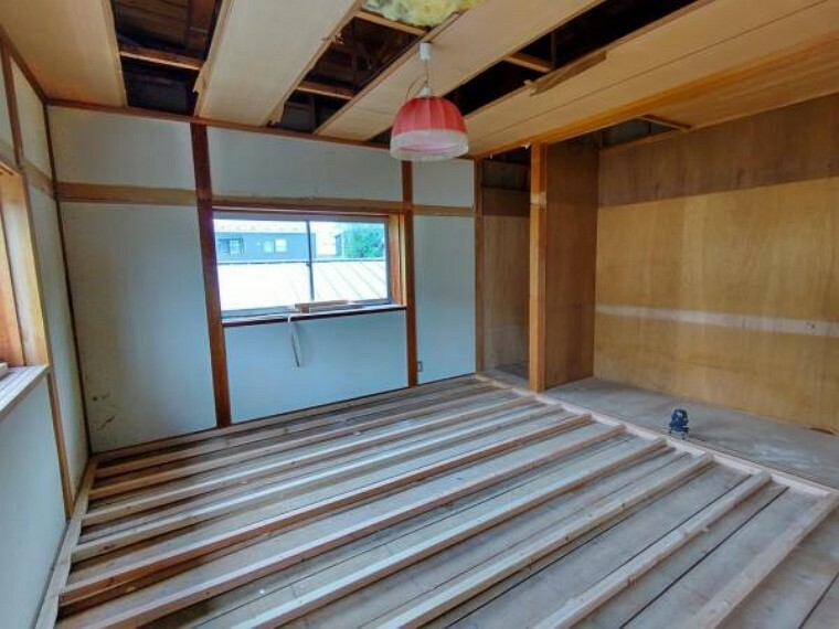 【リフォーム前】2階和室です。和室から洋室に変更予定です。床のフローリングの張替、天井と壁のクロスの張替を行います。