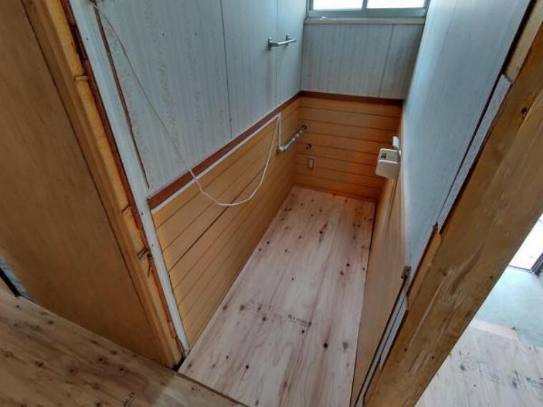 トイレ 【リフォーム中】トイレです。リクシルの新品トイレを新設します。