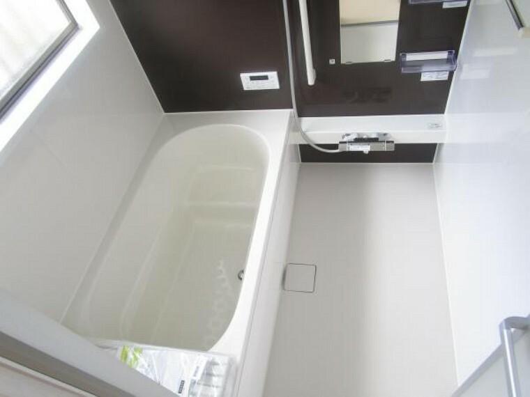 浴室 【リフォーム済】浴室は ハウステック製の1坪タイプ、新品のユニットバスに交換しました。自動湯張り・追い焚き機能付きで、いつでも温かいお湯につかれます。残業帰りの旦那様の強い味方です。