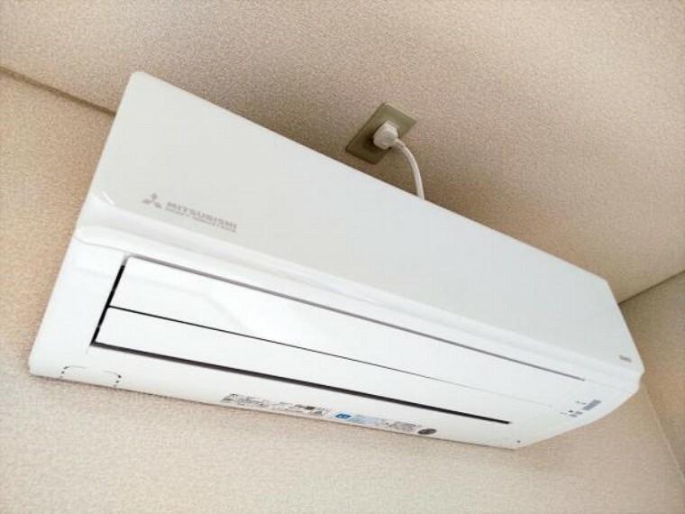 冷暖房・空調設備 【リフォーム済】エアコンはあらかじめLDKに1台設置しています。追加工事も承っております。弊社で取付工事を行うことにより住宅ローンでのお支払いも可能です。