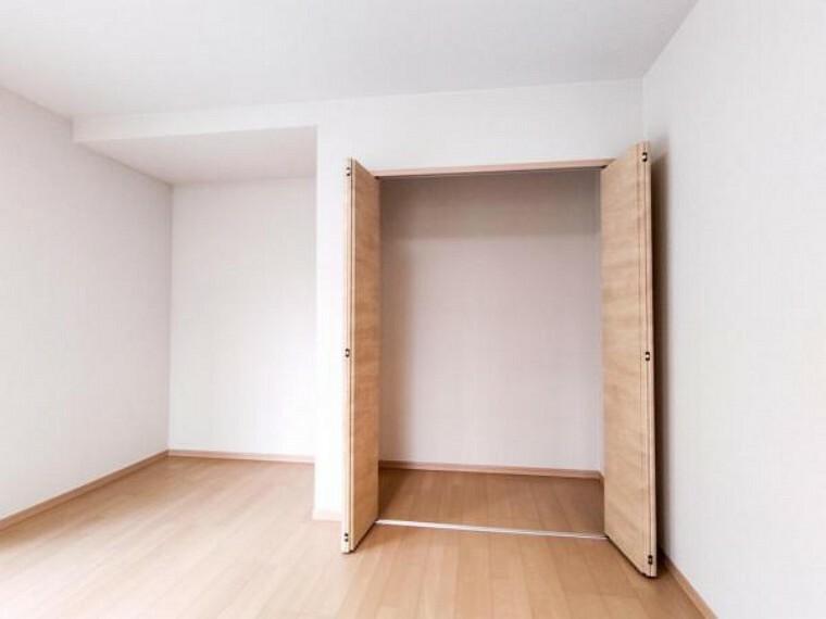 収納 【リフォーム済】LDKに1間の物入を作りました。集う家族が多く散らかりがちなお部屋だから、収納スペースがあるのは嬉しいですよね。